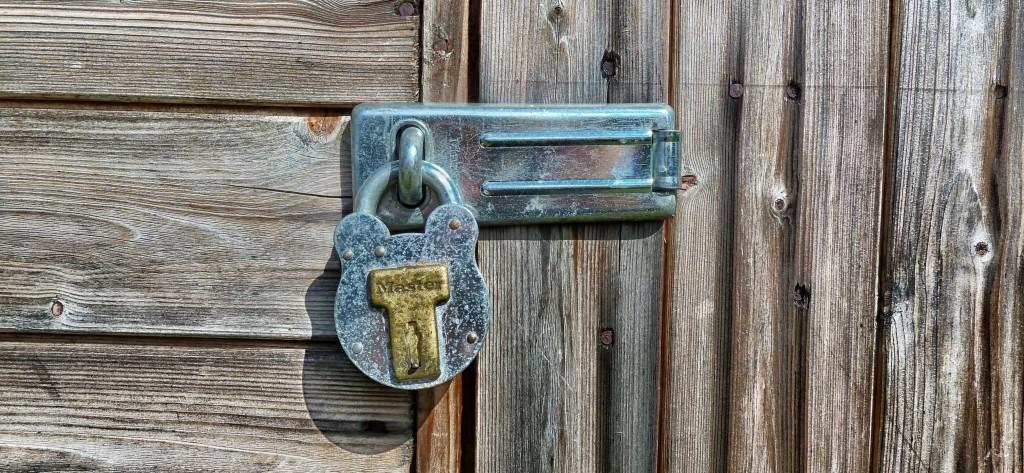 garden-shed-latch-lock-building-65650